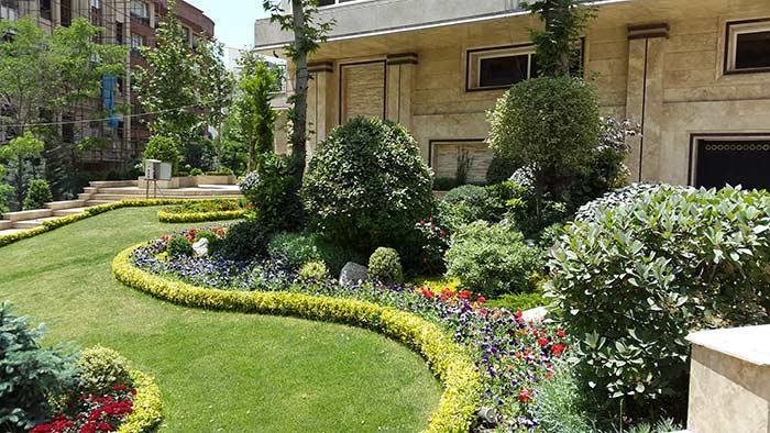 فضای سبز در محوطه ویلا